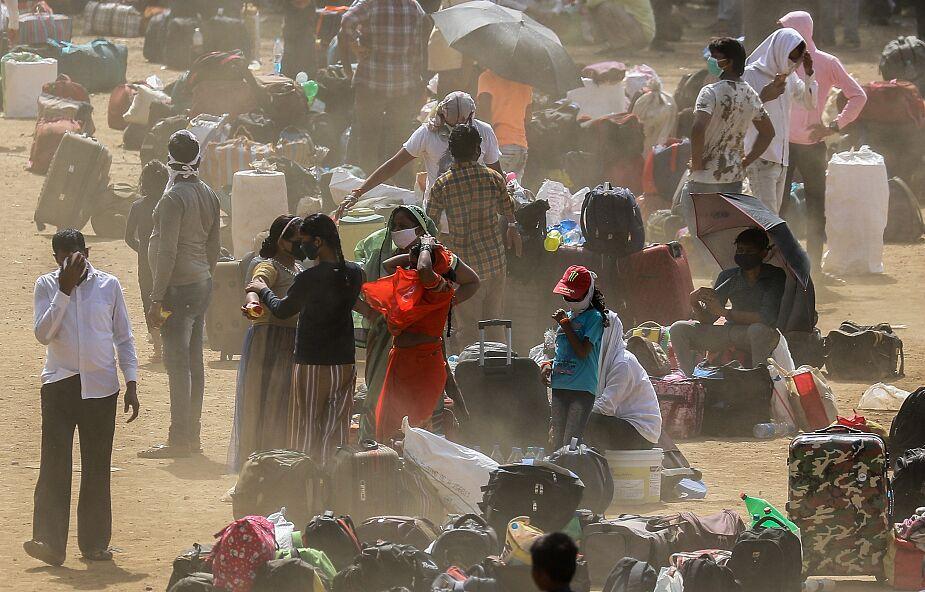 Indie: przymusowe kremacje zmarłych na wirusa wywołują protesty