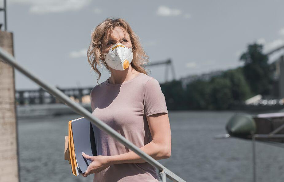 Hiszpańskie media: poszukujący pracy zamieszczają w CV informację o odporności na koronawirusa
