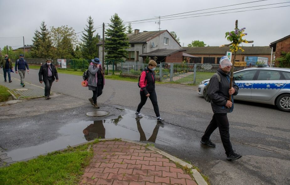 Pielgrzymka z Łowicza rozwiązana po ponownej interwencji policji