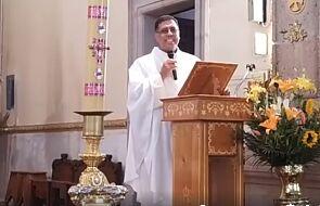 Ksiądz odebrał telefon podczas mszy. Okazało się, że to papież [WIDEO]