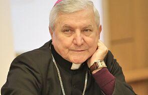 """Księża z diecezji kaliskiej odmówili podpisania listu w obronie bp. Janiaka. Rada Kapłańska pokazała mu """"czerwoną kartkę"""""""