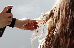 Wieluń: 60 osób mogło zarazić się koronawirusem w salonie fryzjerskim