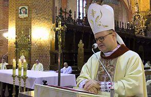 Biskup toruński: awantury i egoizm potrafią zniszczyć nawet najpiękniejsze dzieło