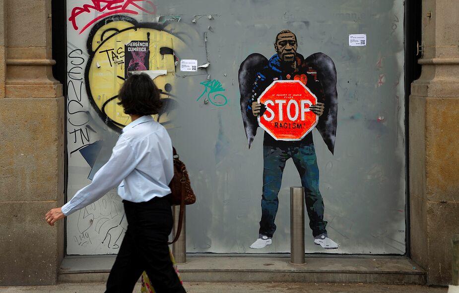 USA: policjanci na kolanach modlili się za ofiarę interwencji swego kolegi