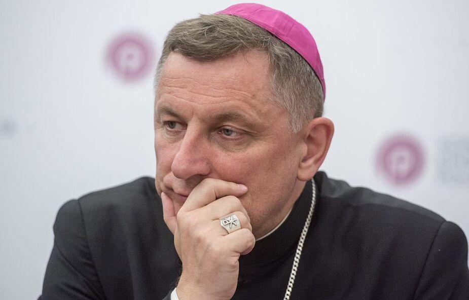 Bp Zadarko: Komunia św. na rękę to nie zdrada Chrystusa, nie profanacja, nie protestantyzacja