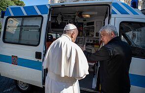 """Franciszek przekazał watykański ambulans do dyspozycji bezdomnych. """"Korzystali z niego biskupi, teraz będzie służył ubogim"""""""