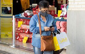Rzecznik MZ: sklepy mogą nie obsługiwać klientów bez maseczek