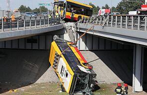 Warszawa: utrudnienia po wypadku autobusu na S8 mogą potrwać kilka dni