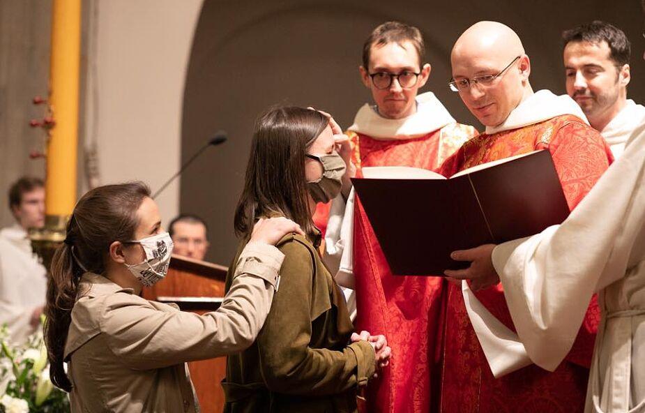 Kraków: Pięcioro ochrzczonych i 23 bierzmowanych dorosłych u dominikanów