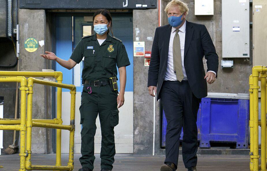 W. Brytania: Johnson znów wskazuje na zalety zasłaniania twarzy w sklepach