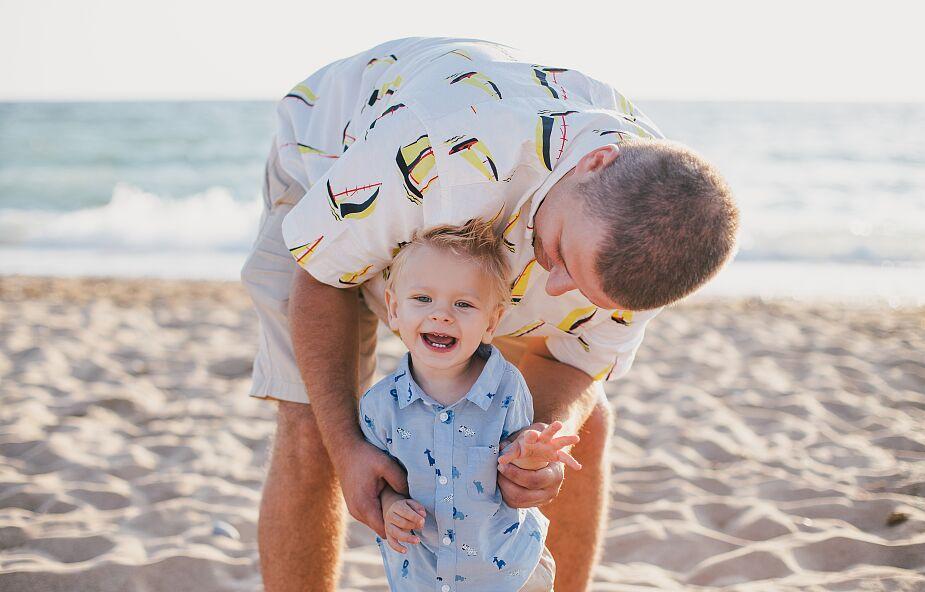 Jesteś tatą na odległość? Mamy 10 pomysłów na Twój czas z dziećmi