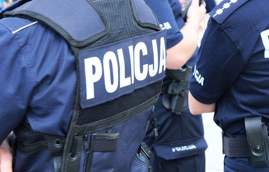 Śląskie: policjant zapobiegł katastrofie na przejeździe kolejowo-drogowym