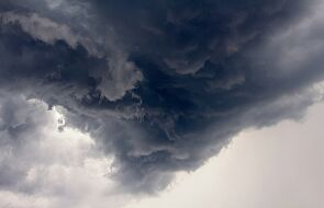 IMGW ostrzega przed burzami z gradem na zachodzie, południu i południowym wschodzie kraju