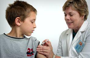 Komisarz Hahn: UE chce rozprowadzić szczepionkę na koronawirusa na cały świat