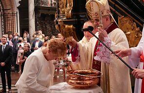 Pani Halina w wieku 70 lat przyjęła chrzest. Jej syn został chrzestnym