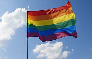 Wiceszef MS złożył zawiadomienie do prokuratury ws. tęczowych flag na pomnikach