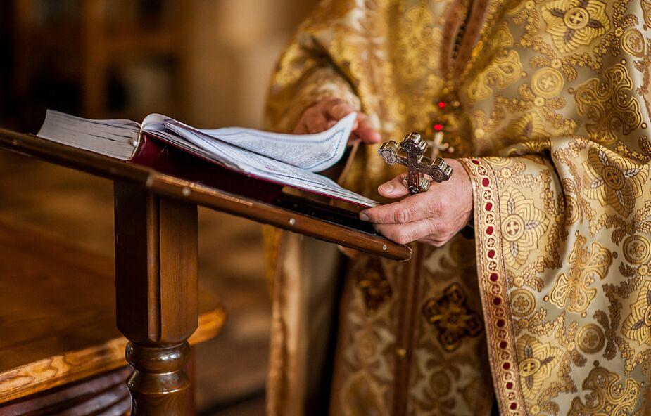 Mnich zaprzeczający istnieniu koronawirusa suspendowany