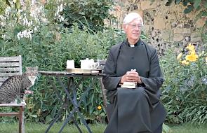 """Pastor katedry w Canterbury prowadził poranną modlitwę. Nagle pojawił się kot, który """"skradł całe show"""""""