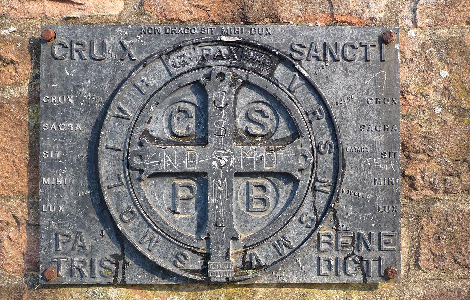 Skąd się wziął medalik św. Benedykta? Jego nazwa może dziwić