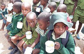 W upale maszerują do szkoły kilka godzin, by tam dostać jedyny w ciągu dnia posiłek
