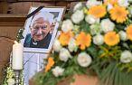 Trwa pogrzeb ks. Georga Ratzingera. Benedykt XVI pożegnał go wzruszającym listem