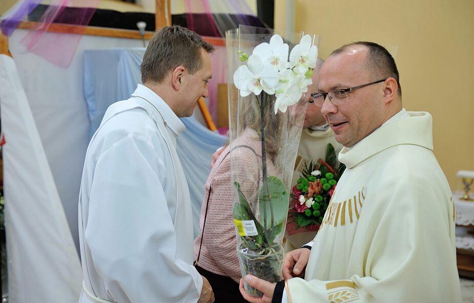 Proboszcz, który wprowadził ofiaromat, zebrał oklaski od parafian