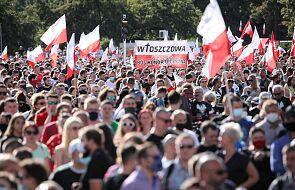 Stolica: na placu Zamkowym powstał żywy znak w hołdzie powstańcom warszawskim