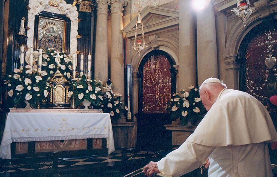 Jan Paweł II zawdzięczał jej powołanie i miłość do Kościoła. Najważniejszy maryjny wizerunek w jego życiu