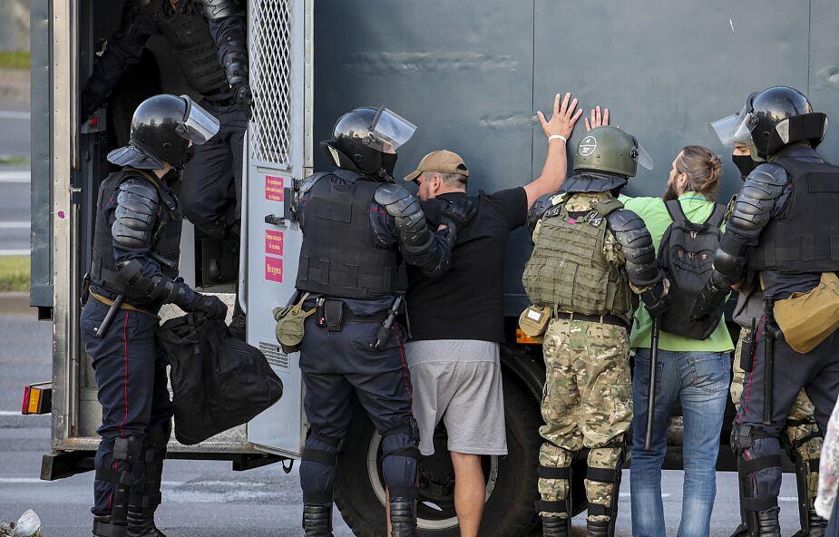 Białoruś: ponad tysiąc osób zatrzymanych podczas protestów we wtorek