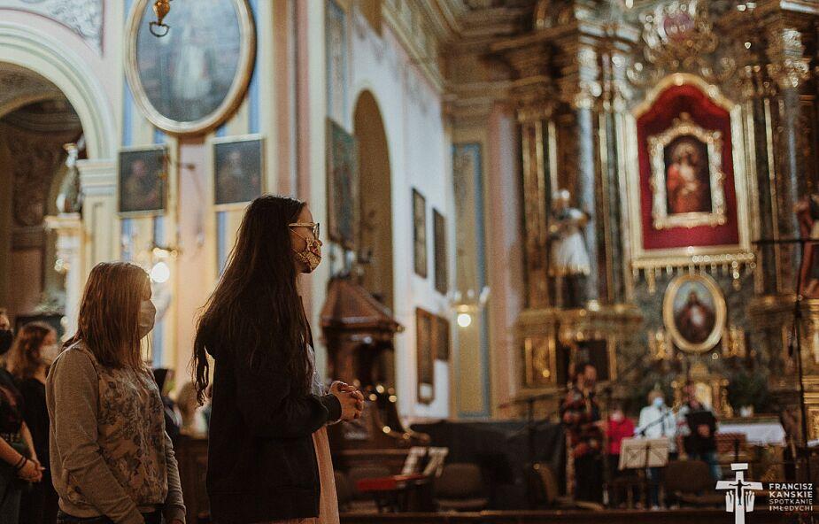 53 przypadki koronawirusa wśród organizatorów Franciszkańskiego Spotkania Młodych