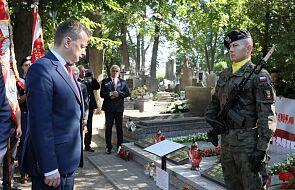 Szef MON oddał hołd żołnierzom Bitwy Warszawskiej 1920 r. na cmentarzu w Radzyminie