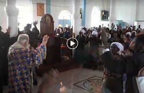 Prawosławny arcybiskup wielbi Boga tańcem. To trzeba zobaczyć