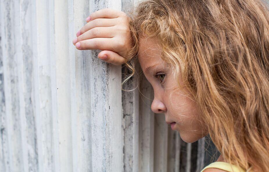 Powrót do szkoły może wywoływać lęk i niepewność u dzieci. Oto kilka porad jak je wspierać