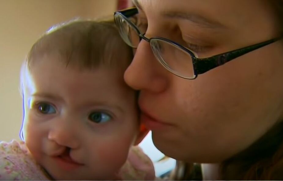"""Surogatka urodziła ją wbrew woli """"rodziców"""". Szczęście odnalazła w rodzinie zastępczej"""