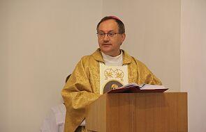 Bp Muskus: takich postaw nie brakuje wśród świeckich i duchownych