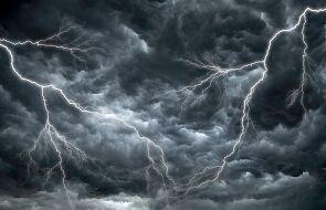 IMGW burze z gradem i silny wiatr w 13 województwach