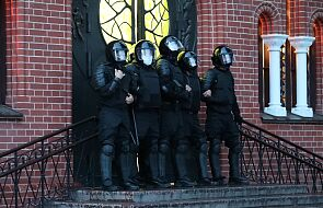 Białoruś: protest władz Kościoła katolickiego po zablokowaniu ludzi w świątyni przez OMON