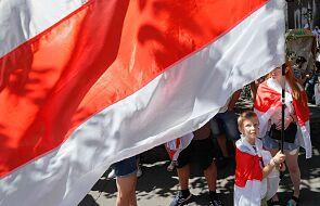 Białoruś: dziesiątki tysięcy w marszu przez centrum Mińska
