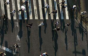 Japonia: 60 proc. osób chodziło do pracy, mimo objawów choroby