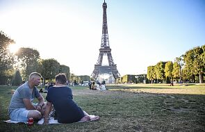 Francja: od poniedziałku w Paryżu obowiązek noszenia maski także na zewnątrz