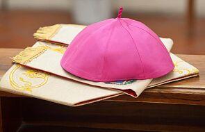 Zarażony koronawirusem biskup w ciężkim stanie. Prymas Polski prosi o modlitwę za niego