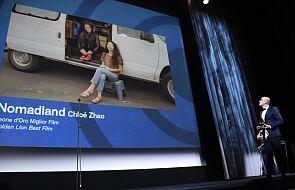 """""""Nomadland"""" w reż. Chloe Zhao otrzymał Złotego Lwa na 77. MFF w Wenecji"""