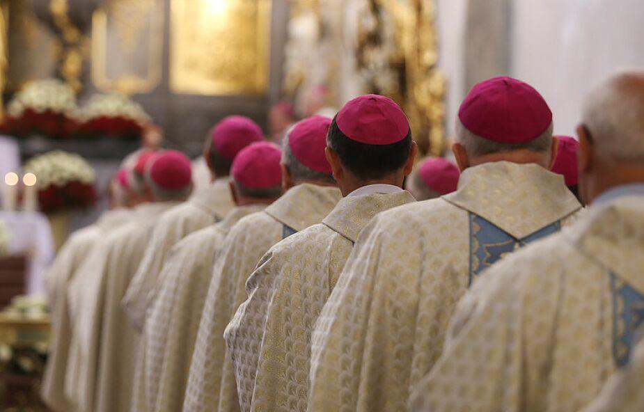 Różne reakcje biskupów ws. zbierania podpisów pod ustawą Stop LGBT