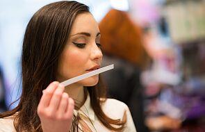 Utrata powonienia i smaku częstsza u kobiet chorych na Covid-19 niż u mężczyzn