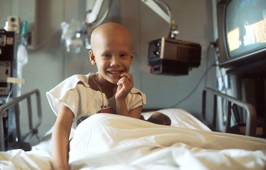 """Jak dzieci przeżywają chorobę onkologiczną? """"Chcą odwalić jak najszybciej tę chemię i wrócić do domu"""""""