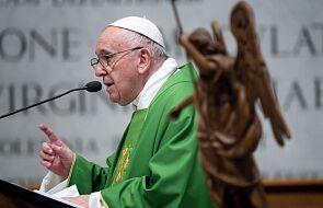 Franciszek zachęcił Polaków do pielęgnowania modlitwy różańcowej