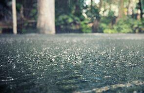 IMGW: burze i opady krupy śnieżnej na Pomorzu; deszcze w południowo-wschodniej Polsce