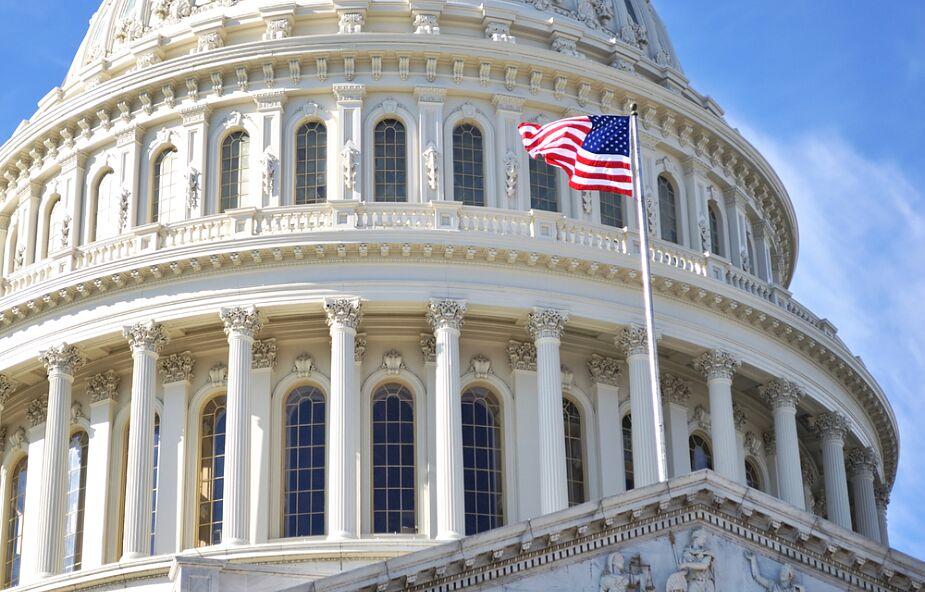 American Express karze kongresmenów, którzy podważali wyniki wyborów