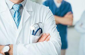 W. Brytania: prawie połowa personelu medycznego ma problemy psychiczne przez Covid-19