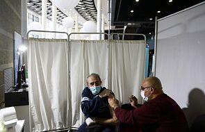 """Izrael szczepi osoby od 50. roku życia, wprowadza """"zielone paszporty"""" dla zaszczepionych"""